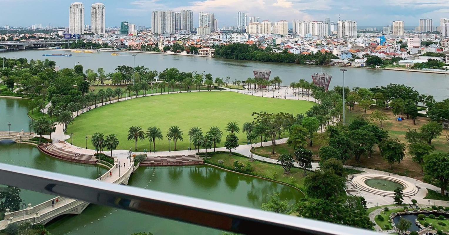 View sông thoáng mát Bán căn hộ Vinhomes Central Park 4PN, tháp Park 4, đầy đủ nội thất sang trọng, view sông và công viên mát mẻ
