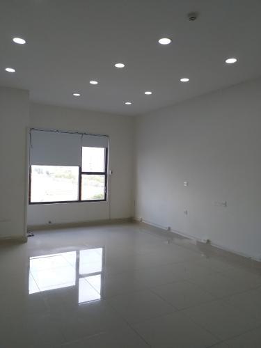 Bên trong officetel Sunrise CityView Office-tel Sunrise CityView ban công Đông Nam, gam màu trắng.