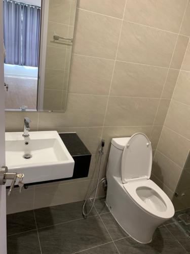 Phòng tắm căn hộ Thủ Thiêm Dragon Bán căn hộ tầng cao Thủ Thiêm Dragon nội thất cơ bản.
