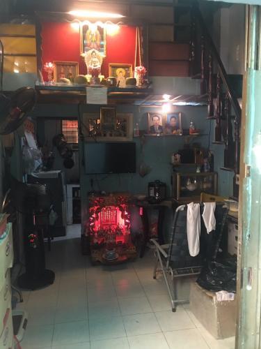 Bán nhà đường hẻm 13 Lê Thị Riêng phường bến thành quận 1, diện tích đất 18m2, sổ hồng đầy đủ