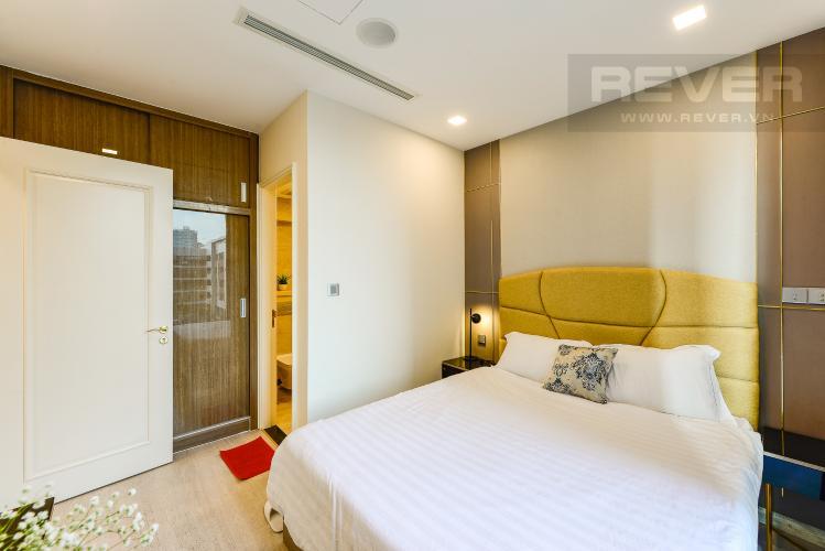 Phòng ngủ 1 Căn hộ Vinhomes Golden River tầng thấp, tháp Aqua 4, 2 phòng ngủ, view hồ bơi.