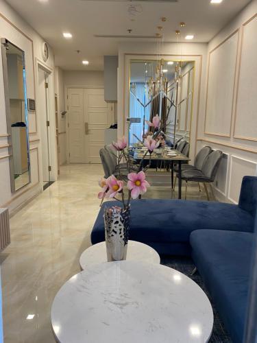 Cho thuê căn hộ Vinhomes Golden River thuộc tầng trung, diện tích 49.5m2 - 1 phòng ngủ