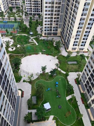 View từ căn hộ Vinhomes Grand Park Căn hộ Vinhomes Grand Park nội thất cơ bản, view thành phố.