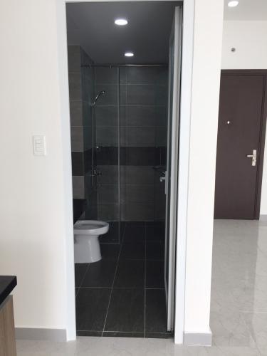 Phòng tắm Kingston Residence, Phú Nhuận Căn hộ Officetel Kingston Residence view thoáng mát, tự nhiên.