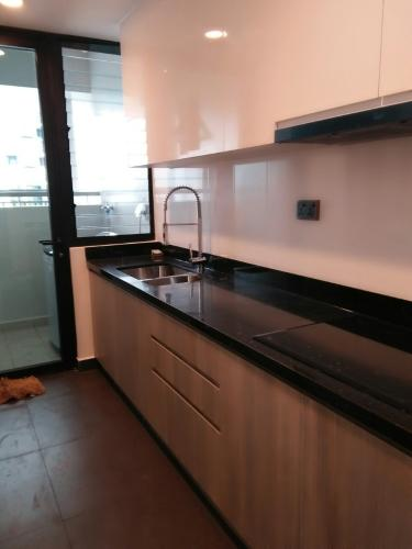 BẾP căn hộ Feliz En Vista Căn hộ Feliz En Vista tầng cao đầy đủ nội thất, view nội khu.