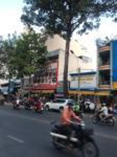 Bán nhà mặt tiền, cách Vòng xoay An Dương Vương - Trần Phú hơn 200m, sổ hồng đầy đủ.