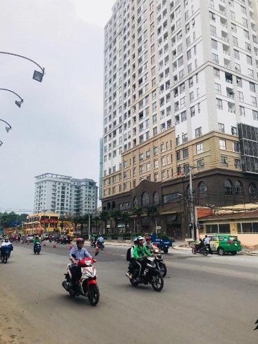 Chung cư Garden Gate, Phú Nhuận Căn hộ chung cư Garden Gate ban công hướng Đông Nam, nội thất đầy đủ.