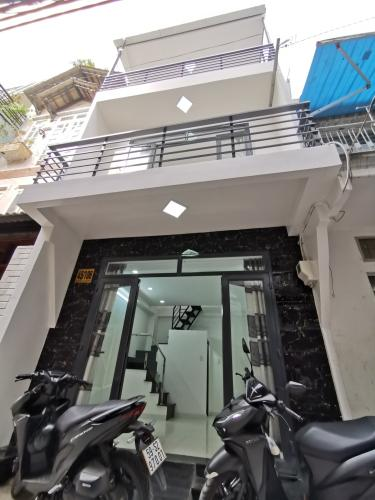 Bán nhà 3 tầng hẻm Nguyễn Văn Đậu, Bình Thạnh, nội thất cơ bản, hướng cửa Đông Nam, sổ hồng chính chủ