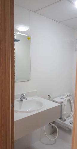 Phòng tắm căn hộ Tecco Central Home, Bình Thạnh Căn hộ Tecco Central Home nội thất cơ bản, view thành phố thoáng mát.