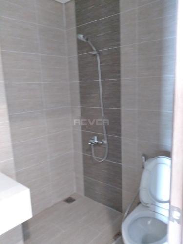 Phòng tắm căn hộ Vinhomes Grand Park Căn hộ tầng cao Vinhomes Grand Park nội thất cơ bản, view thành phố.