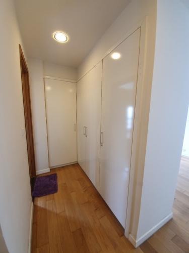 7f491afc1f47fb19a256.jpg Bán căn hộ Sunrise City 2 phòng ngủ, diện tích 106m2, nội thất cơ bản, hướng Nam