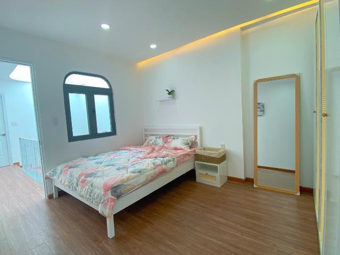 Phòng ngủ nhà phố Bình Thạnh Nhà phố hướng Tây Bắc diện tích sử dụng 119.9m2, hẻm xe hơi.