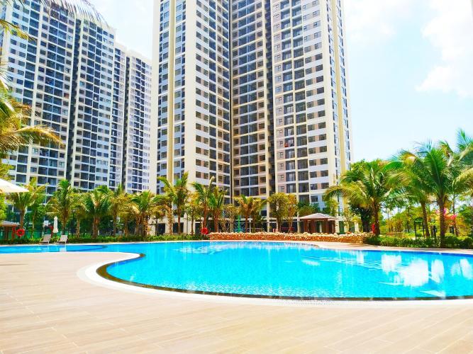 Hồ bơi vinhomes grand park Căn hộ Vinhomes Grand Park tầng trung, ban công rộng rãi.