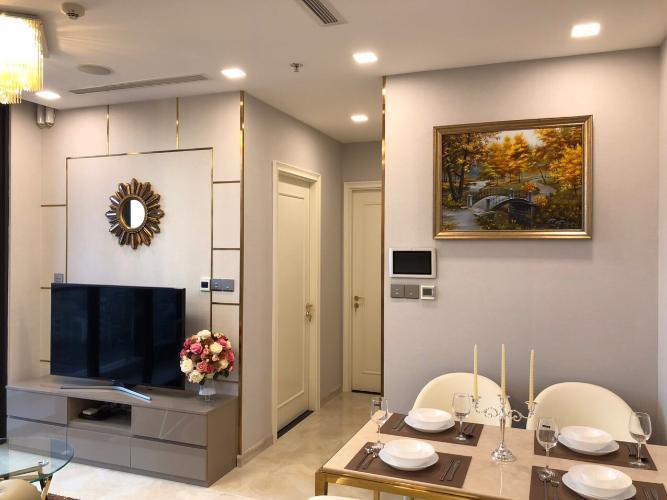 Bán căn hộ 2 phòng ngủ Vinhomes Golden River, đầy đủ nội thất, tầng cao view thành phố.