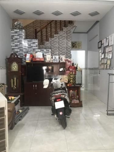 Nhà 2 mặt tiền hẻm xe hơi đường Nguyễn Văn Nghi, hướng Tây Nam.