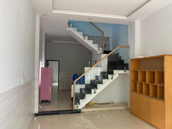 Phòng khách nhà phố Bình Tân Nhà phố hướng Đông Nam diện tích đất 64m2, gần Aeon Mall.