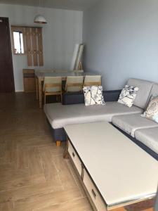 Cho thuê căn hộ The Gold View 1 phòng ngủ, diện tích 50m2, đầy đủ nội thất, view hồ bơi nội khu