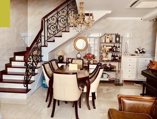 Bán căn hộ Star Hill Phú Mỹ Hưng tầng trung, nội thất đầy đủ và sang trọng, sổ hồng đầy đủ.