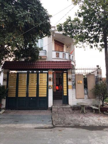 tổng quan nhà phố đường Lê Văn Lương Nhà phố Nhà Bè đầy đủ nội thất, khu dân cư an ninh, yên tĩnh.