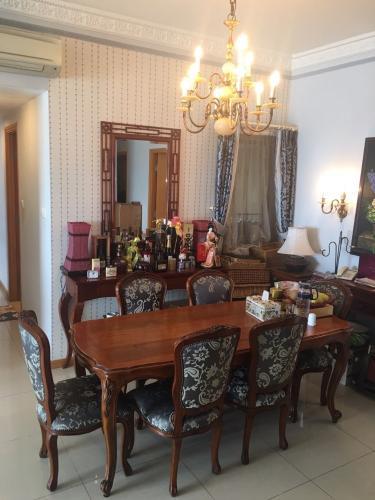 căn hộ Saigon Pearl Căn hộ Saigon Pearl đầy đủ nội thất phong cách hoàng gia, cổ điển.