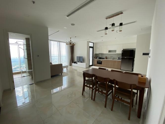 bàn ăn Căn hộ Vinhomes Golden River tầng cao, nội thất đầy đủ.