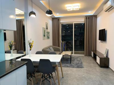 Cho thuê căn hộ Sunrise CityView 2 phòng ngủ, đầy đủ nội thất, ban công hướng Đông