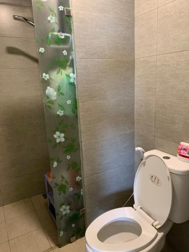 Phòng tắm căn hộ Hausneo, Quận 9 Căn hộ Hausneo bàn giao đầy đủ nội thất, ban công hướng Tây Bắc.