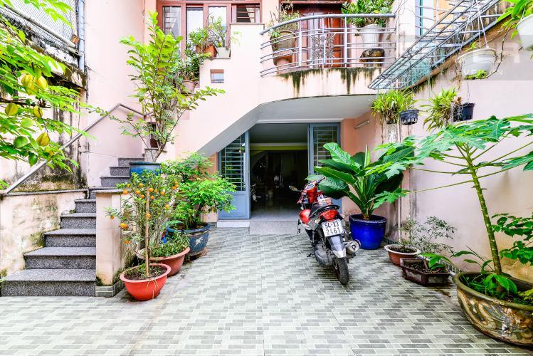 Sân Nhà phố 6 phòng ngủ hẻm 12 đường Cù Lao Quận Phú Nhuận