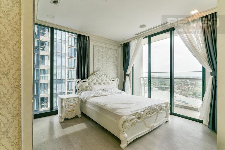 Phòng ngủ căn hộ VINHOMES GOLDEN RIVER Bán hoặc cho thuê căn hộ Vinhomes Golden River 3PN, đầy đủ nội thất, view sông Sài Gòn và Bitexco