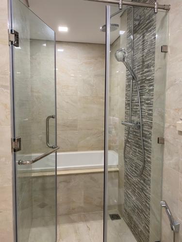 Phòng tắm Vinhomes Central Park Căn hộ Vinhomes Central Park nội thất đầy đủ, hướng Đông Bắc.