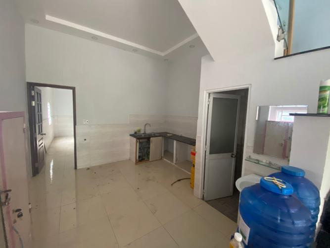 Phòng bếp nhà phố Bình Tân Nhà phố hướng Đông Nam diện tích đất 64m2, gần Aeon Mall.