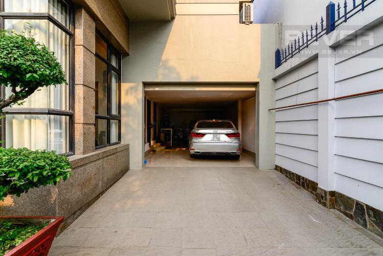 Sân Đậu Xe Hơi Bán biệt thự Thạnh Xuân Quận 12, diện tích lớn, đầy đủ nội thất