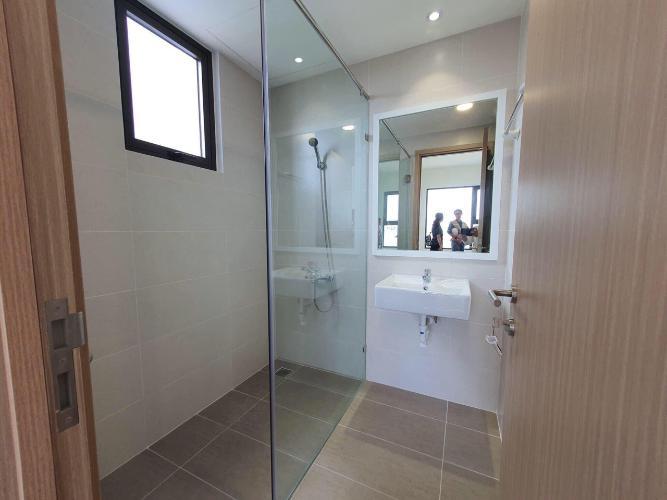 Phòng tắm Safira Khang Điền, Quận 9 Căn hộ Safira Khang Điền tầng thấp, phòng ngủ lót sàn gỗ.