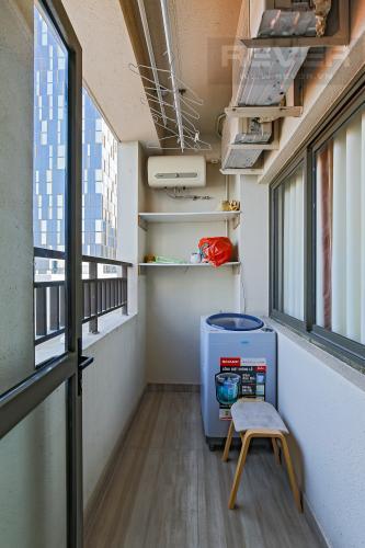 Logia Bán căn hộ Icon 56 2PN, diện tích 79m2, đầy đủ nội thất