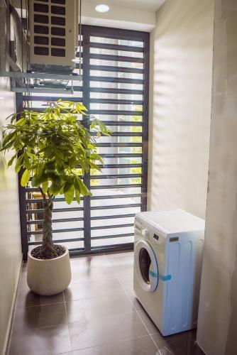 Lô gia Eco Green Saigon Căn hộ Eco Green Saigon 3 phòng ngủ, nội thất cơ bản.
