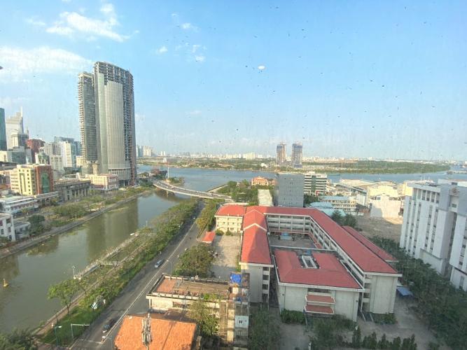 View ban công Saigon Royal Quận 4 Căn hộ Saigon Royal tầng trung, view sông Sài Gòn mát mẻ.