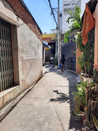 Hẻm nhà phố Nguyễn Thượng Hiền, Bình Thạnh Nhà nát hướng Đông Bắc, diện tích 45.1m2, khu dân cư an ninh.