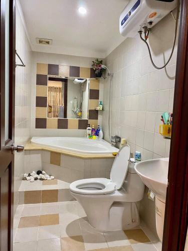 Toilet chung cư Phúc Yên, Tân Bình Căn hộ chung cư Phúc Yên hướng Đông Bắc, nội thất đầy đủ.