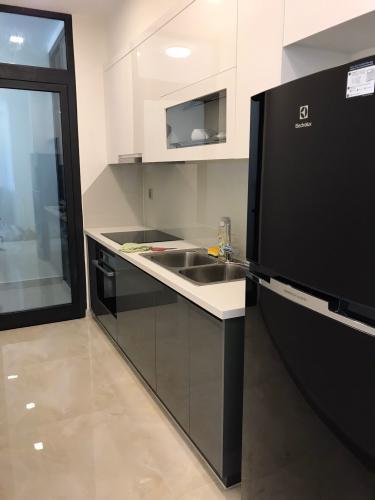 Phòng bếp căn hộ Vinhomes Golden River Bán căn hộ Vinhomes Golden River tầng cao, diện tích 68m2 - 2 phòng ngủ, đầy đủ nội thất.