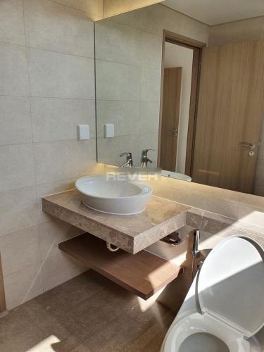 Phòng tắm Urban Hill, Quận 7 Căn hộ Urban Hill tầng trung, nội thất cơ bản.