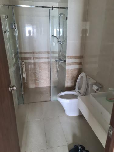 Toilet Saigon Royal, Quận 4 Căn hộ Saigon Royal tầng cao, view Bến Vân Đồn hướng Đông Nam.