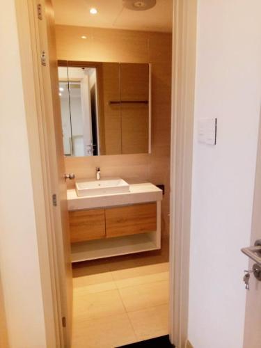 phòng tắm Căn hộ New City Thủ Thiêm tầng trung, nội thất đầy đủ.