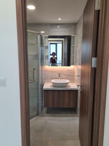 Toilet căn hộ Kingdom 101 Cho thuê căn hộ Kingdom 101 Quận 10, diện tích 101.58m2 - 3 phòng ngủ, nội thất cơ bản