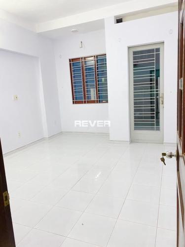 Phòng ngủ nhà Nơ Trang Long  Nhà phố hẻm Bình Thạnh, sân thượng rộng, nội thất cơ bản.