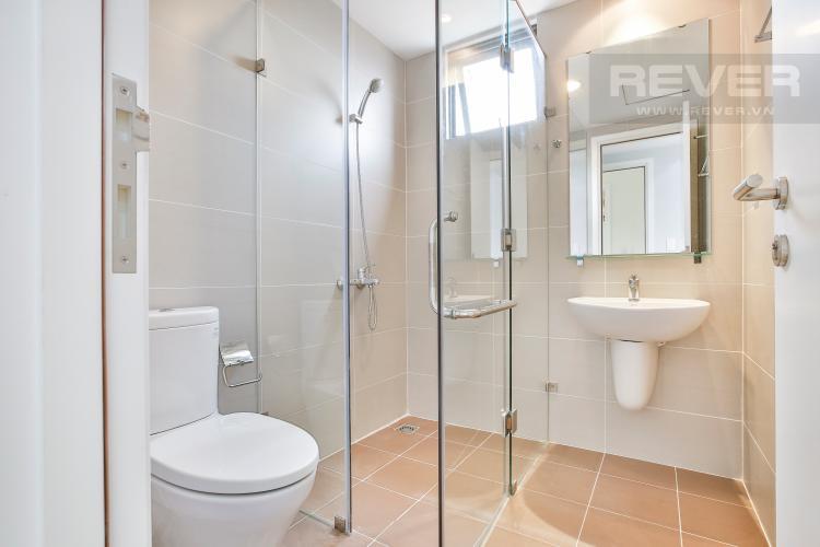 Toilet 2 Căn hộ Masteri Thảo Điền tầng cao T1 sở hữu 2 view đẹp về Quận 1 và sông Sài Gòn