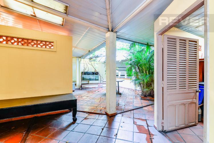 Sân Sau Nhà phố 4 phòng ngủ hẻm đường Nguyễn Văn Đậu nội thất đầy đủ