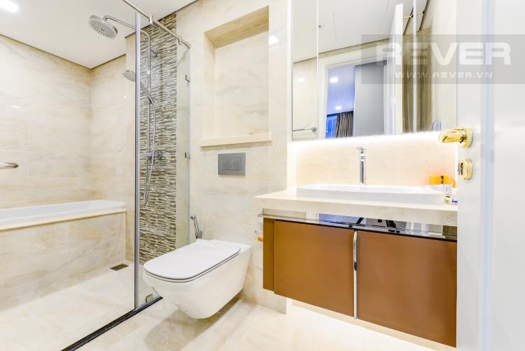 Phòng tắm 1 Căn hộ Vinhomes Golden River tầng cao tháp The Aqua 1, 2PN nội thất đầy đủ