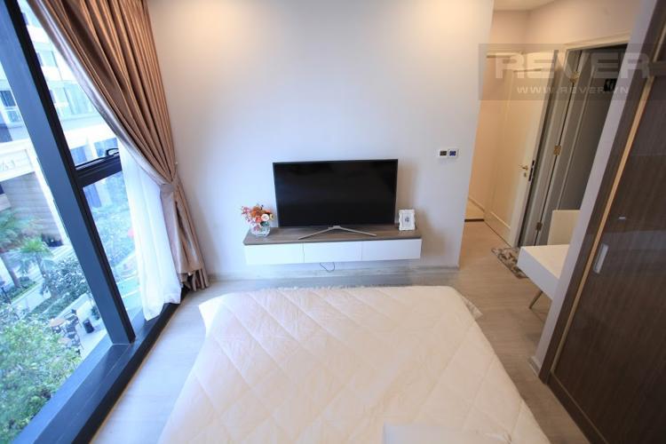 Phòng Ngủ 2 Bán hoặc cho thuê căn hộ Vinhomes Golden River 2PN, tầng thấp, đầy đủ nội thất, view hồ bơi nội khu