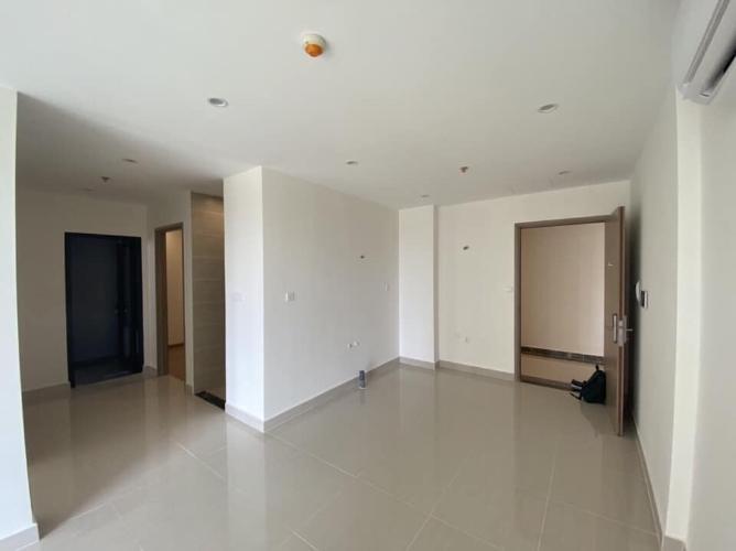 Phòng khách căn hộ Vinhomes Grand Park Căn hộ tầng 10 Vinhomes Grand Park view nội khu, phòng ngủ lót sàn gỗ.