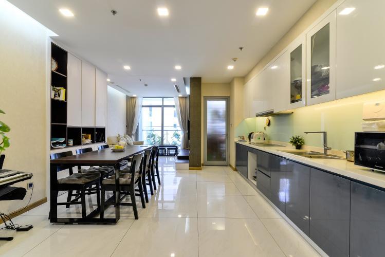 Bán căn hộ Vinhomes Central Park 2PN, tháp Park 4, đầy đủ nội thất, view hồ bơi nội khu